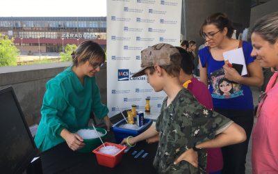Investigadores y científicos del IACS acercan la ciencia a niños y adultos en la Noche de los Investigadores