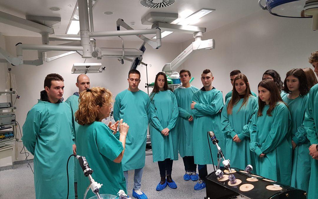 Más de 150 estudiantes conocen los servicios científico técnicos del IACS