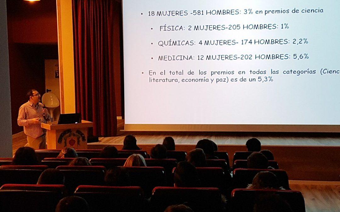 Javier Godino rompe tabúes y defiende el papel de la mujer en la ciencia
