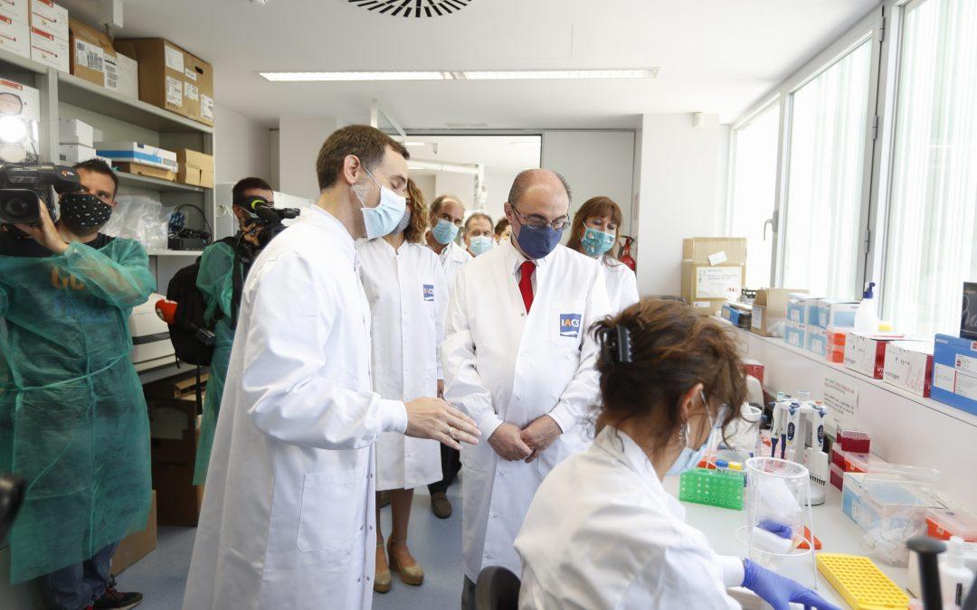 Lambán y Repollés se interesan por el funcionamiento del Laboratorio Satélite del CIBA en el diagnóstico de casos COVID